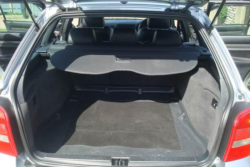 Audi-RS4-Y76-HTU_3
